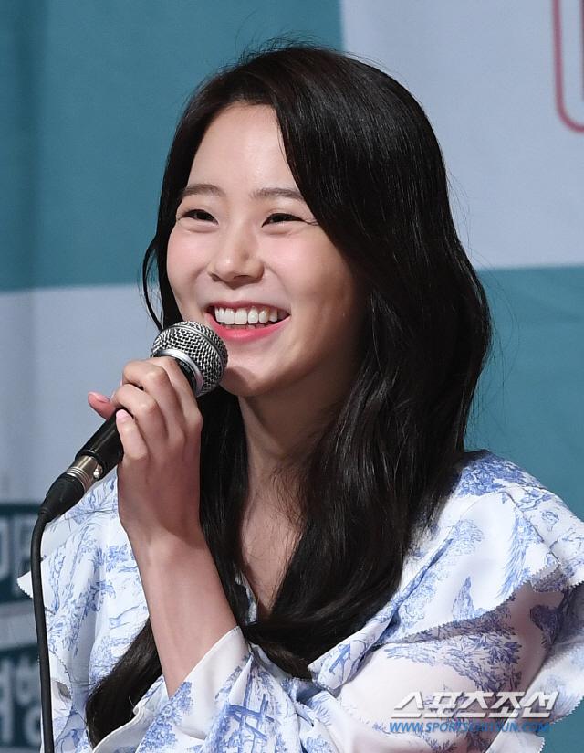 [포토] 한승연, 환한 미소로 인사!