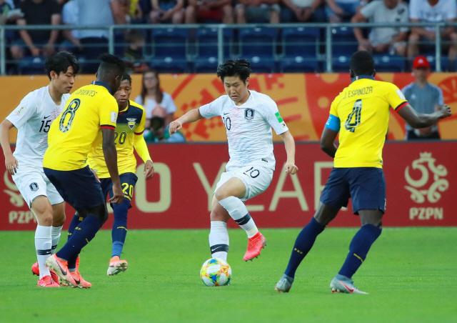 [한국 에콰도르]'이강인 도움-최준 골' 한국, 전반 1-0 리드