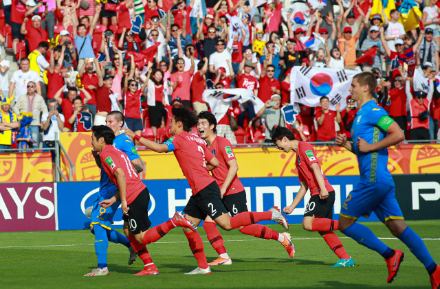 [한국 우크라이나 현장]'아쉬운 동점골' 한국 1-1 우크라이나(전반 33분)
