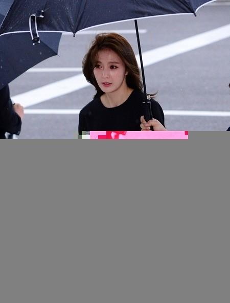 안혜경 얼굴 부쩍 달라져? 오랜만에 공식석상 등장한 안혜경 얼굴 보니