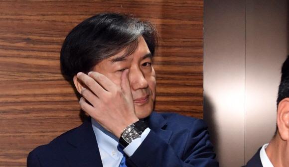 """청와대, 조국 연이은 의혹에 """"논의된 바 없다"""" 입장"""