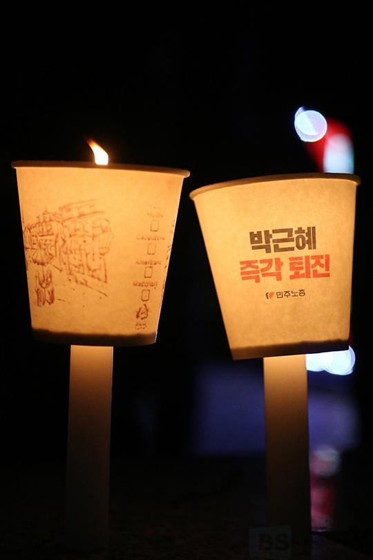 '여의도촛불집회' 평일에도 꺼지지 않는 촛불 [포토]