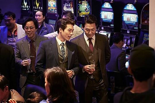 '꾼', 300만 관객 돌파…13일째 박스오피스 1위