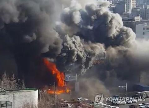 서울 은평구 불광동·대조동·불광역 인근 모델하우스 화재…교통 통제 중