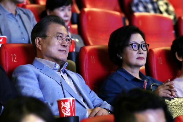 문재인 대통령, 휴일에 영화 기생충 관람