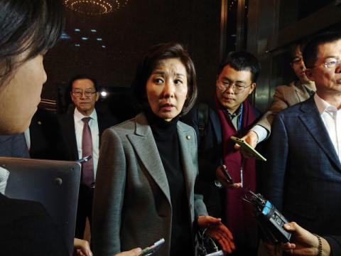 '필리버스터' 한국당에 몰아친 비판…나경원까지 휘청?