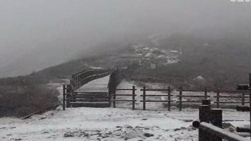 설악산에서 첫눈 구경…작년보다 열흘 빨라