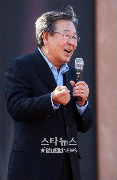 """최불암 """"연예인, 금전만능에 빠지면 대우 못받아"""""""