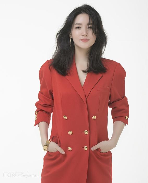 """""""눈이 부시다""""..이영애, 독보적 미모X압도적 카리스마"""
