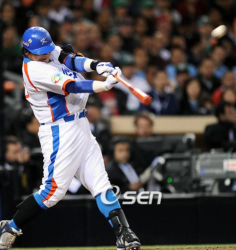 [사진]김태균의 역전 홈런 순간