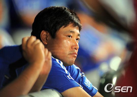 [사진]그라운드 바라보는 양준혁, '나도 뛰고 싶다!'