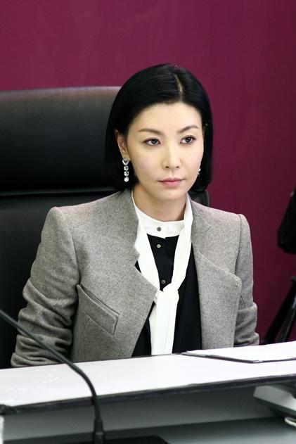 '욕망의불꽃' 성현아, '차도녀'로 완벽변신..신은경에 도전장