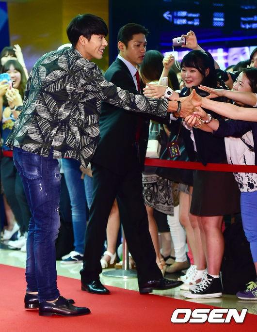 [사진]현빈,'영화관에서도 변함없는 팬 사랑 인증'