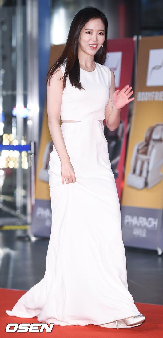 [사진]강한나,'섹시한 절개 드레스'
