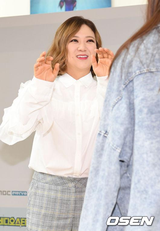 [사진]김숙, '팬들과 즐거운 하이터치'