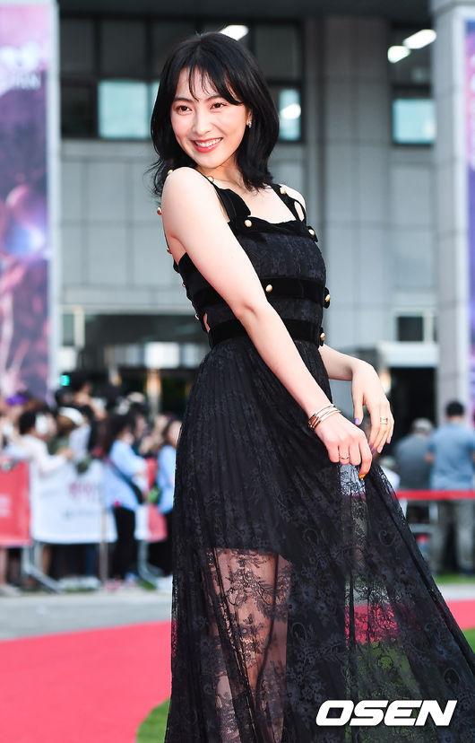 [사진]카라 출신 강지영,'영화로 레드카펫 밟아요'