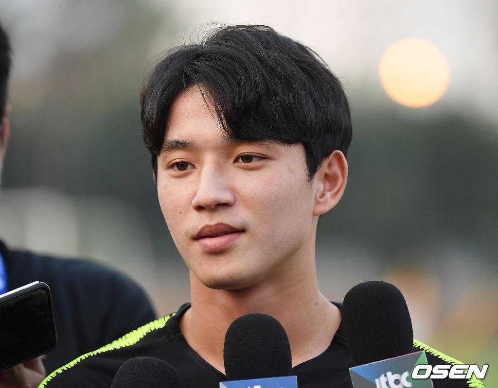 [사진]인터뷰하는 정승원