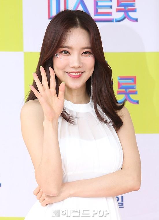 [포토]김나희, 반짝이 메이크업으로 화려하게