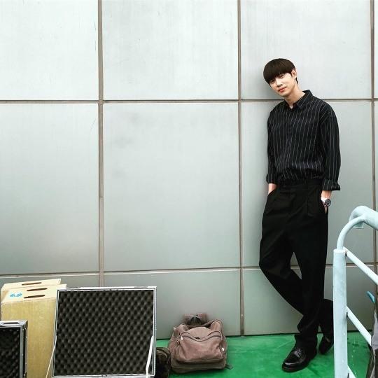 박성훈, 8등신 황금비율 피지컬..올블랙도 잘 어울려