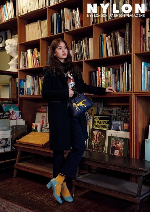 전소미, 꽃길 걷는 중 '뭘 해도 사랑스러워' [화보]