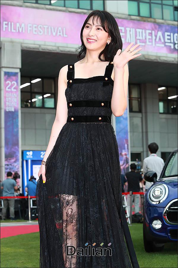 <포토>강지영 '블랙 시스루 드레스 입고'