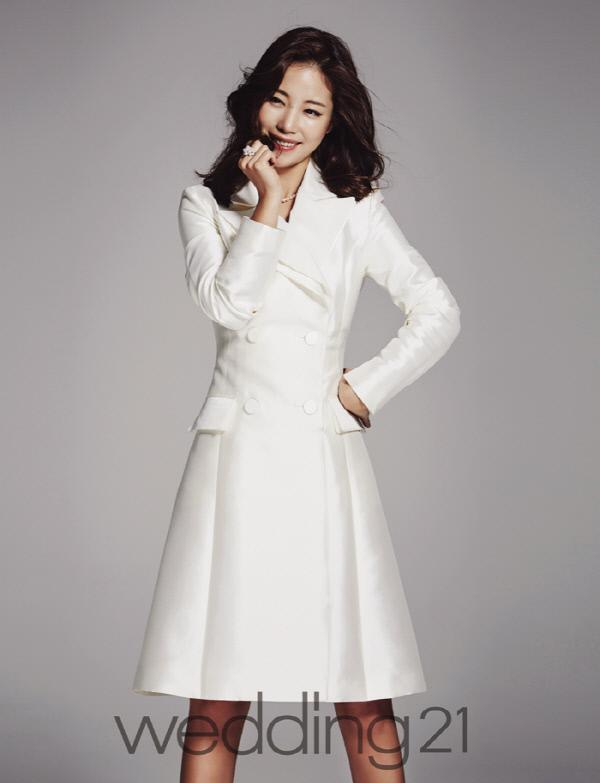 '수지 닮은꼴' 기은세, 웨딩잡지 화보서 청초한 드레스 자태