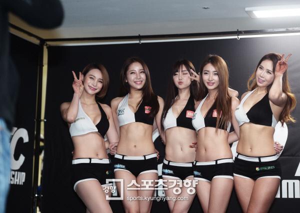 [화보] 건강한 섹시미 '로드FC의 꽃' 로드걸 자태