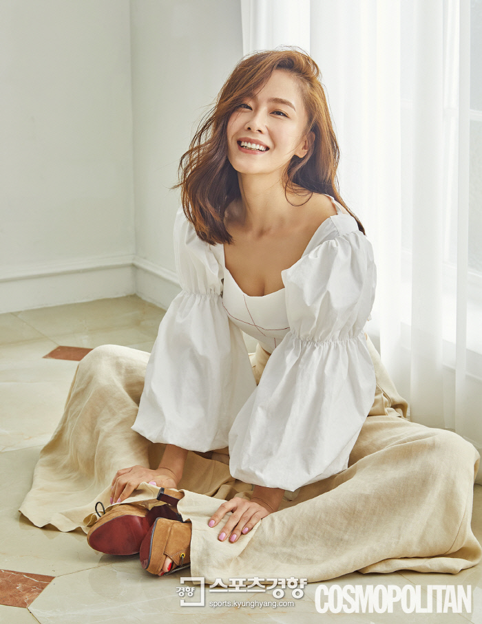 [화보] 홍수현, 사랑에 빠진 그녀의 아름다운 몸매