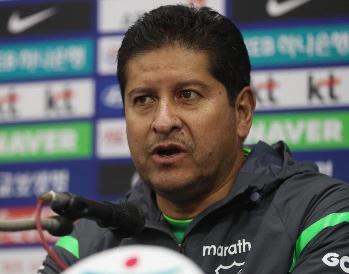 """비예가스 볼리비아 감독, """"한국은 독일과도 경기한 팀, 붙어서 영광"""""""