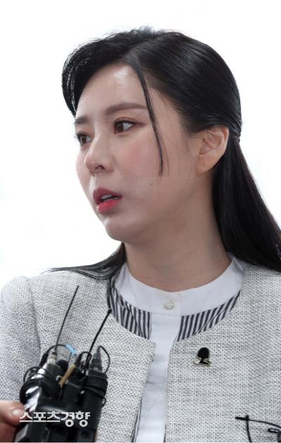 """""""이제 쉬고 싶다""""…윤지오, 거짓말 고백 후 SNS 비공개 전환"""