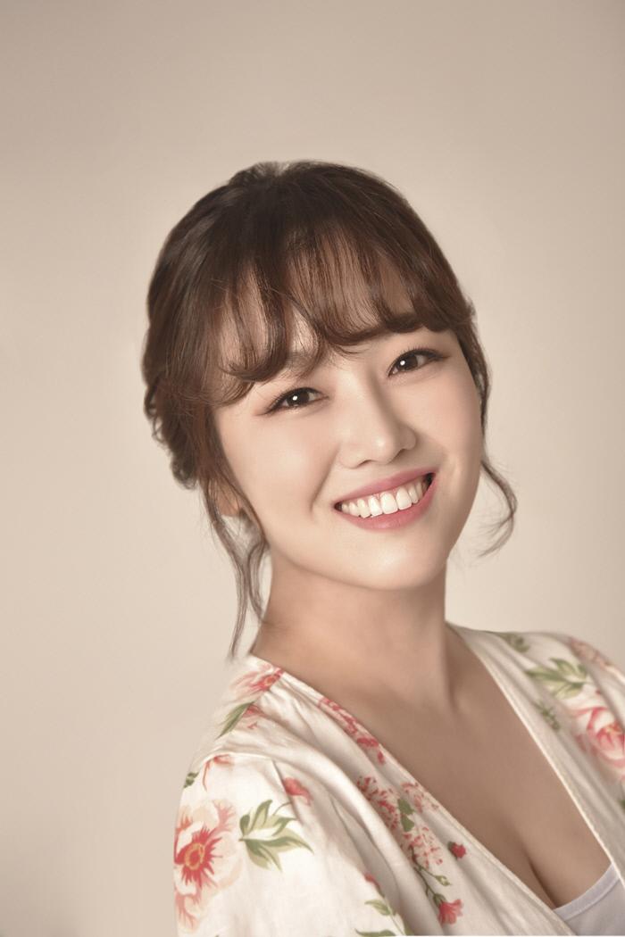 트롯가수 정미애, 15일 정오 신곡 '꿀맛' 전격 발매…'미스트롯' 열기 잇는다