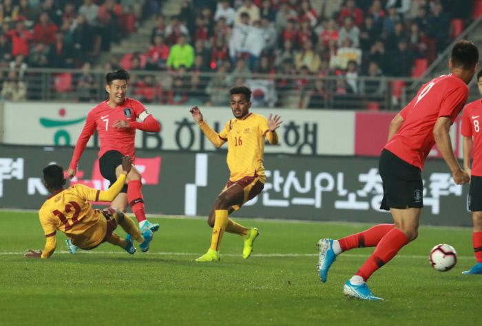 [한국-스리랑카 속보] 손흥민 전반 11분 선제골…한국, 1-0 리드