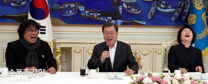 문재인 대통령과 '짜파구리' 먹은 봉준호 감독이 충격받은 이유