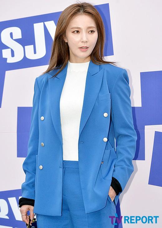 [T포토] 안혜경 '시원한 블루 패션'