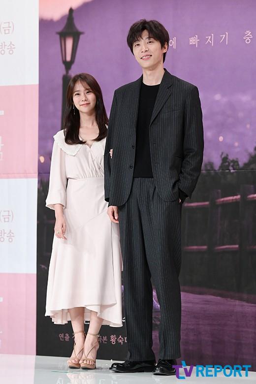 "[T포토] 한승연-신현수 ""우리 잘 어울리나요?"""