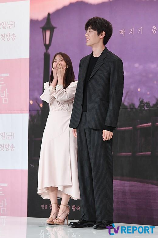 "[T포토] 한승연-신현수 ""어머 수줍어라"""