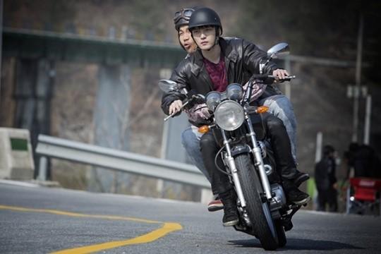 Triangle: Джеджун в коже и на мотоцикле