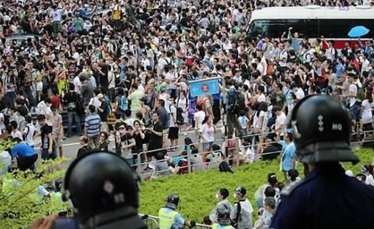 홍콩 도심 점거 시위 '금융가 센트럴 점령'··中 강경대응 '일촉즉발'