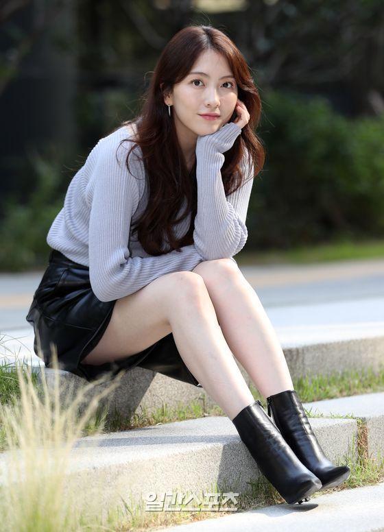 [포토] 강지영 '때때로 카라 상념'