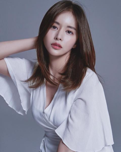 """이홍기의 연인 한보름, SNS 통해 청초한 매력 뽐낸 포인트는 """"앞머리"""""""