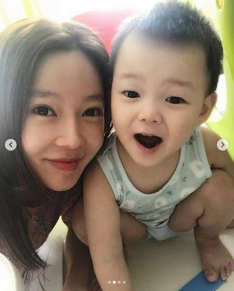 지연수♥일라이, '떡잎부터 다른' 붕어빵 아들의 미모 새삼 화제