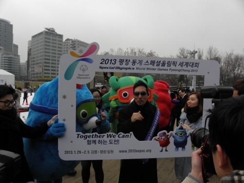 이문세 스페셜올림픽 홍보대사도 가두켐페인에 나섰다. 그는 스페셜올림픽을 통해 지적발달장애인의 체육활동이 확대되길 소망한다고 말했다.