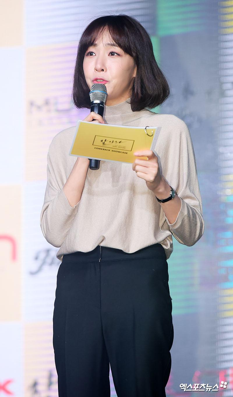 [엑's HD] 작사가 김이나 '홍진영 쇼케이스 진행 맡았어요'