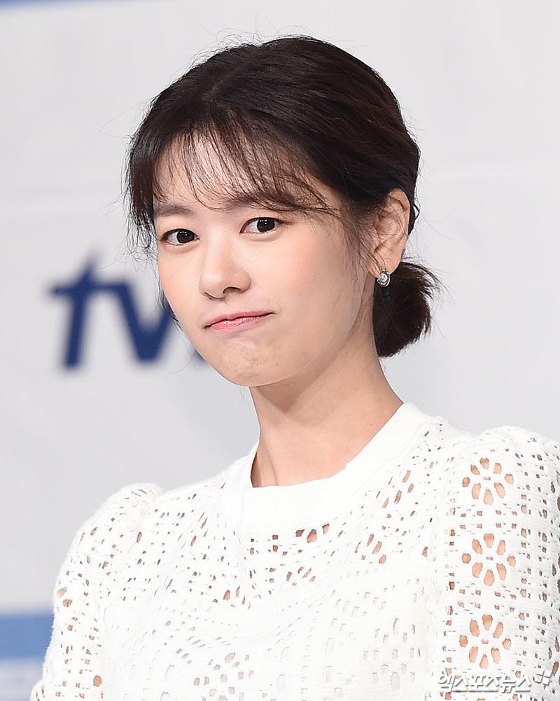 [엑's HD 화보] 서은수-정소민 '청순 매력 대결'