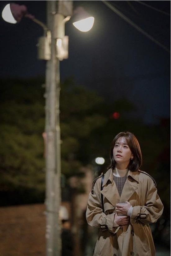 '봄밤' 한지민, 보기만 해도 애틋한 눈길  [★해시태그]