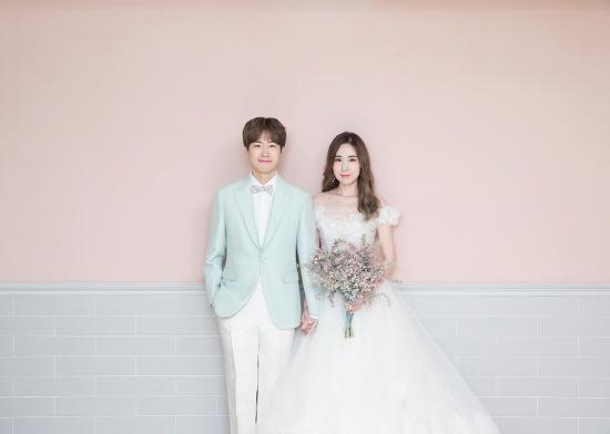 [단독] '결혼' 간미연♥황바울, 꿀 떨어지는 웨딩 화보