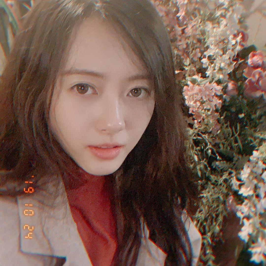 """고아라, 꽃처럼 만개한 청순美 """"goodnight~♥"""" [★해시태그]"""