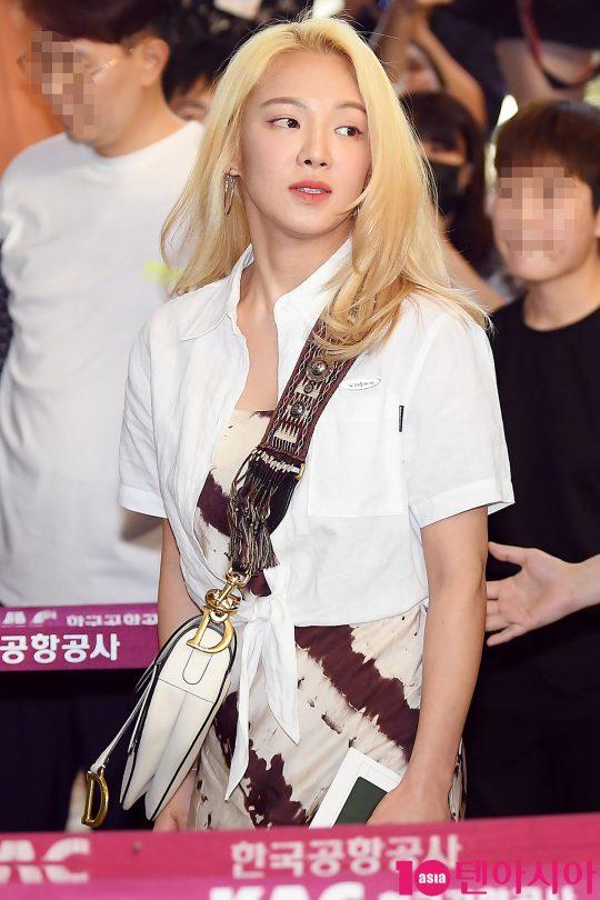 [TEN PHOTO] 소녀시대 효연 '꽃향기 물씬'