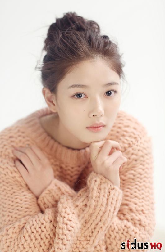 김유정, 숨막히는 아우라 발산… 한층 성숙해진 외모[화보]