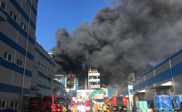[종합] 인천 화재, 인천 화학공장 대형 화재→소방관 등 인명피해